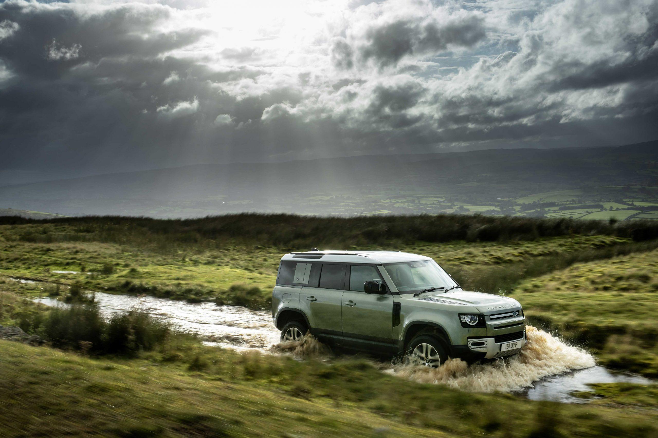 """Top Gear """"Yılın Otomobili"""" ve """"Durdurulamaz Güç"""" Ödülü Yeni Land Rover Defender'ın"""